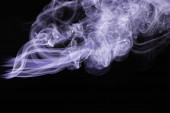 Photo purple colorful flowing smoke on black background