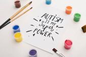 barvy, štětce a karty s autismem je moje super síla písmo na bílém
