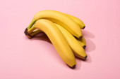 Photo High angle view of ripe yellow bananas on pink background