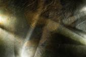 světlý hranol s trámy na tmavé kamenné textuře pozadí