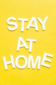 Top kilátás marad otthon fehér betű sárga háttér