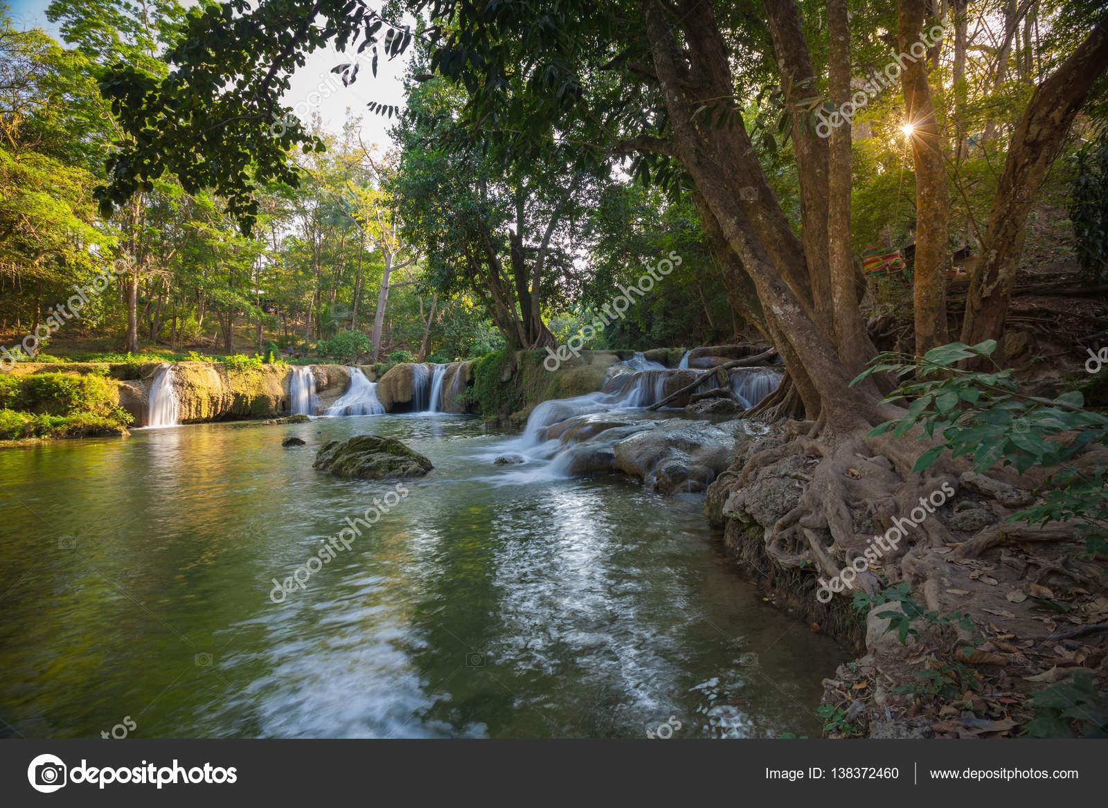 滝、サラブリー県タイ — ストッ...