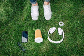 Digitálních zařízení a pohárek na trávě