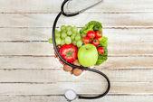 stetoskop, biozeleniny a ovoce