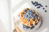 Fotografie tasty waffles with blueberries