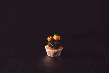 halloween cupcake with pumpkins