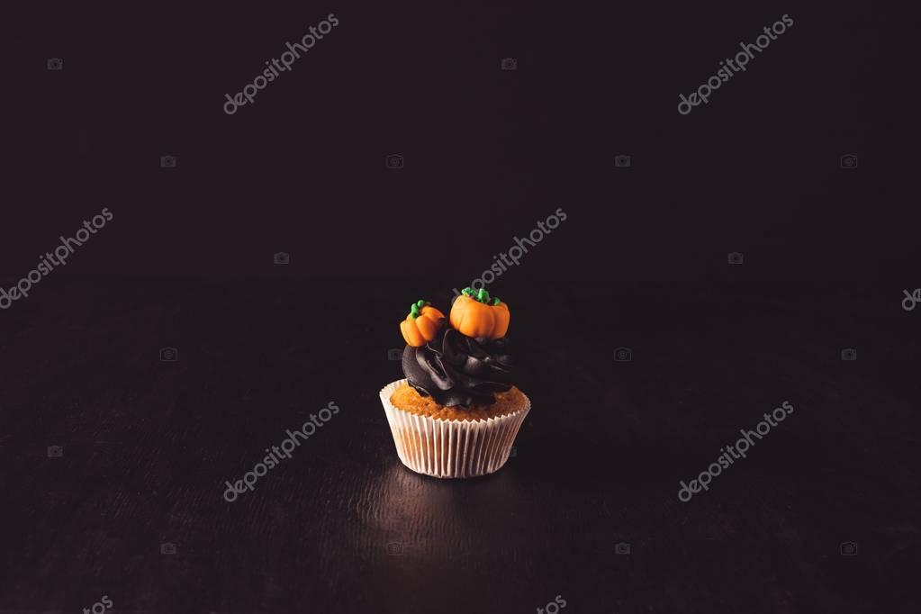 halloween cupcake with pumpkins