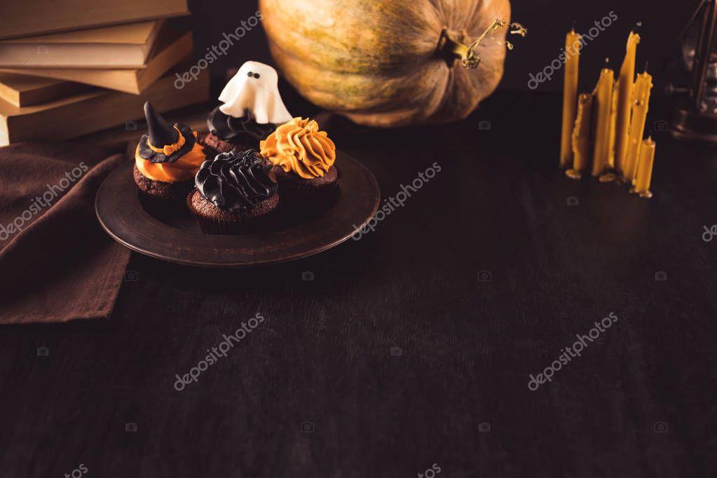 halloween cupcakes and pumpkin
