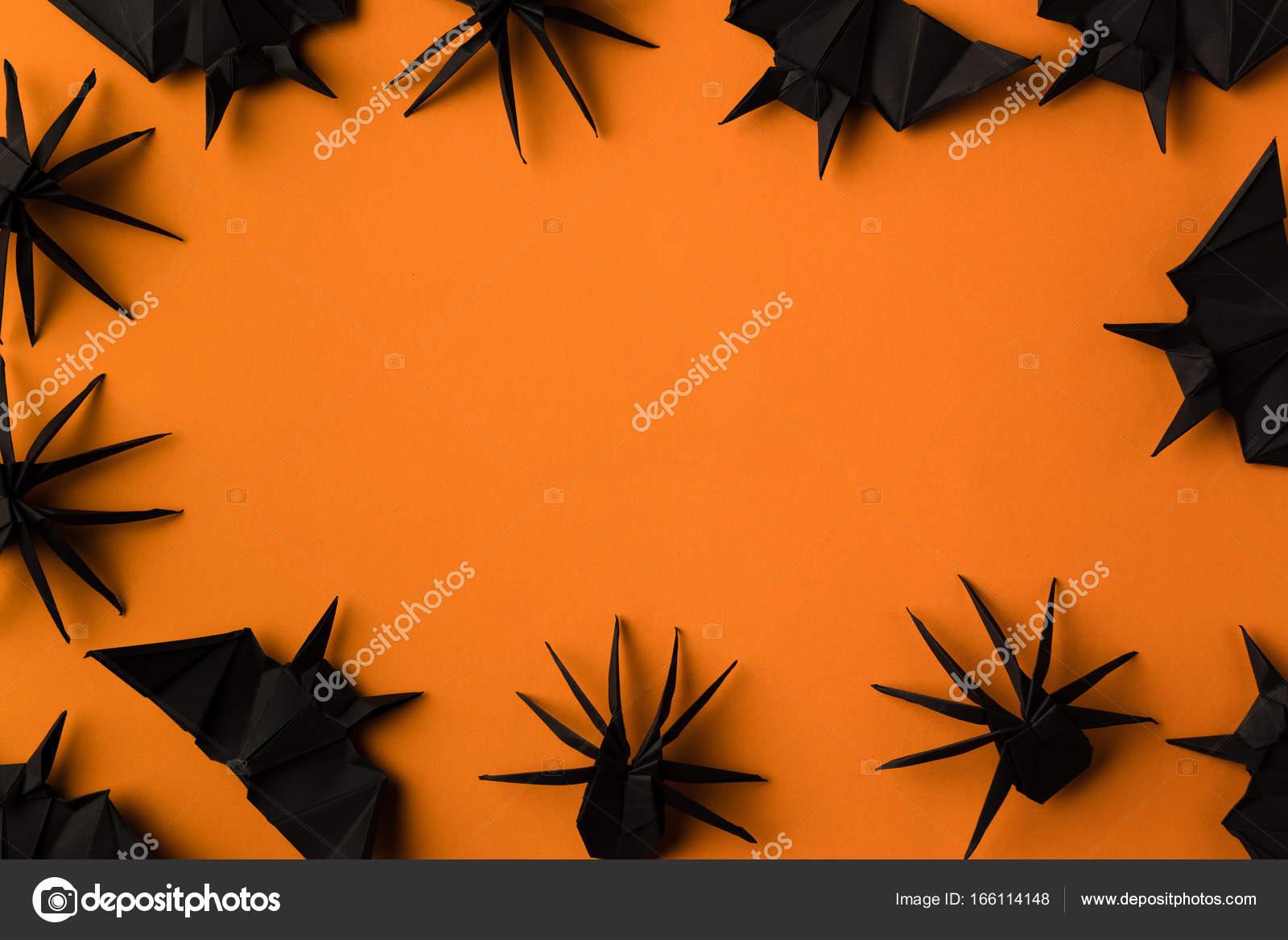 cadre d'halloween avec les araignées et les chauves-souris