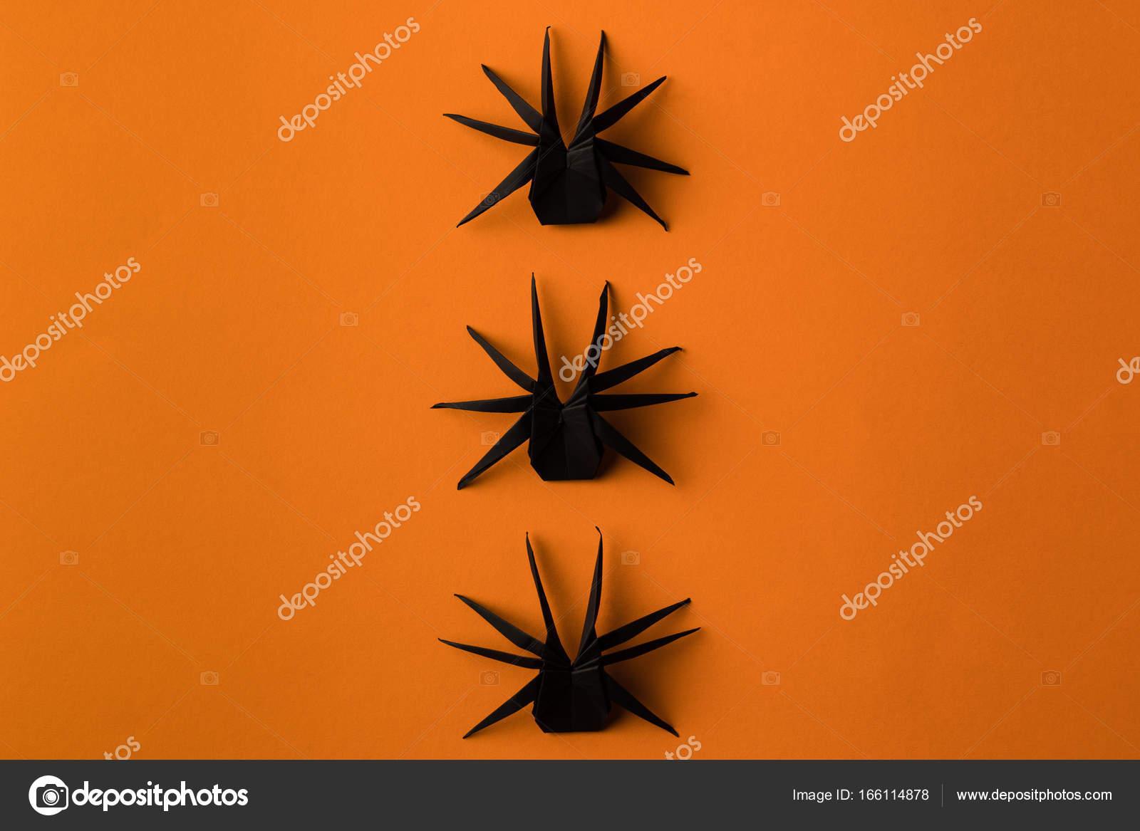 araignées d'origami pour halloween — photographie antonmatyukha