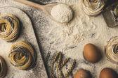 Rohe Nudeln und Zutaten Zusammensetzung