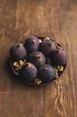 Bowl with raw figs