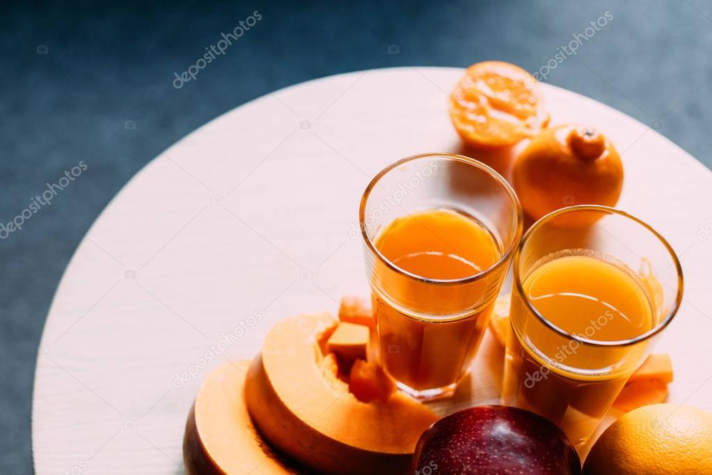 orange smoothie and ingredients