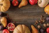 rám z organických dýně a ovoce