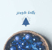 Vánoční hračky v košíku