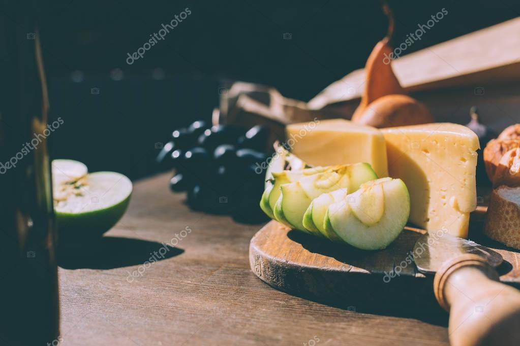 fruits and cheese for wine