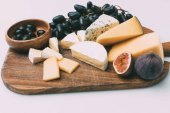 Photo snacks for wine on cutting board