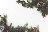 Karácsonyi keret fenyő ágakból