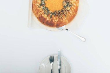 pumkin pie with cutlery