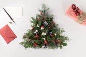 karácsonyfa, a levél és a jelen