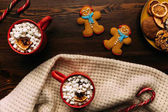 Photo Gingerbreads and cups of cacao