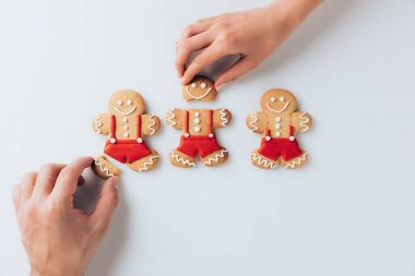 hands with crashed gingerbreads