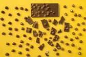 Čokoládové tyčinky s roztroušené kusy