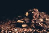 Fotografia Mucchio del cioccolato con le noci