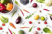 cedník s paprikou a zeleninou