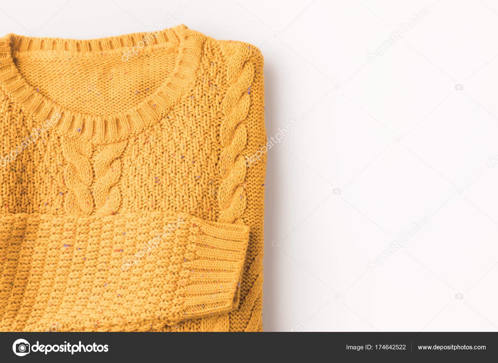 вязаный свитер желтый стоковое фото Antonmatyukha 174642522