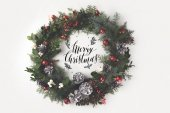 Photo christmas wreath with balls and pine cones