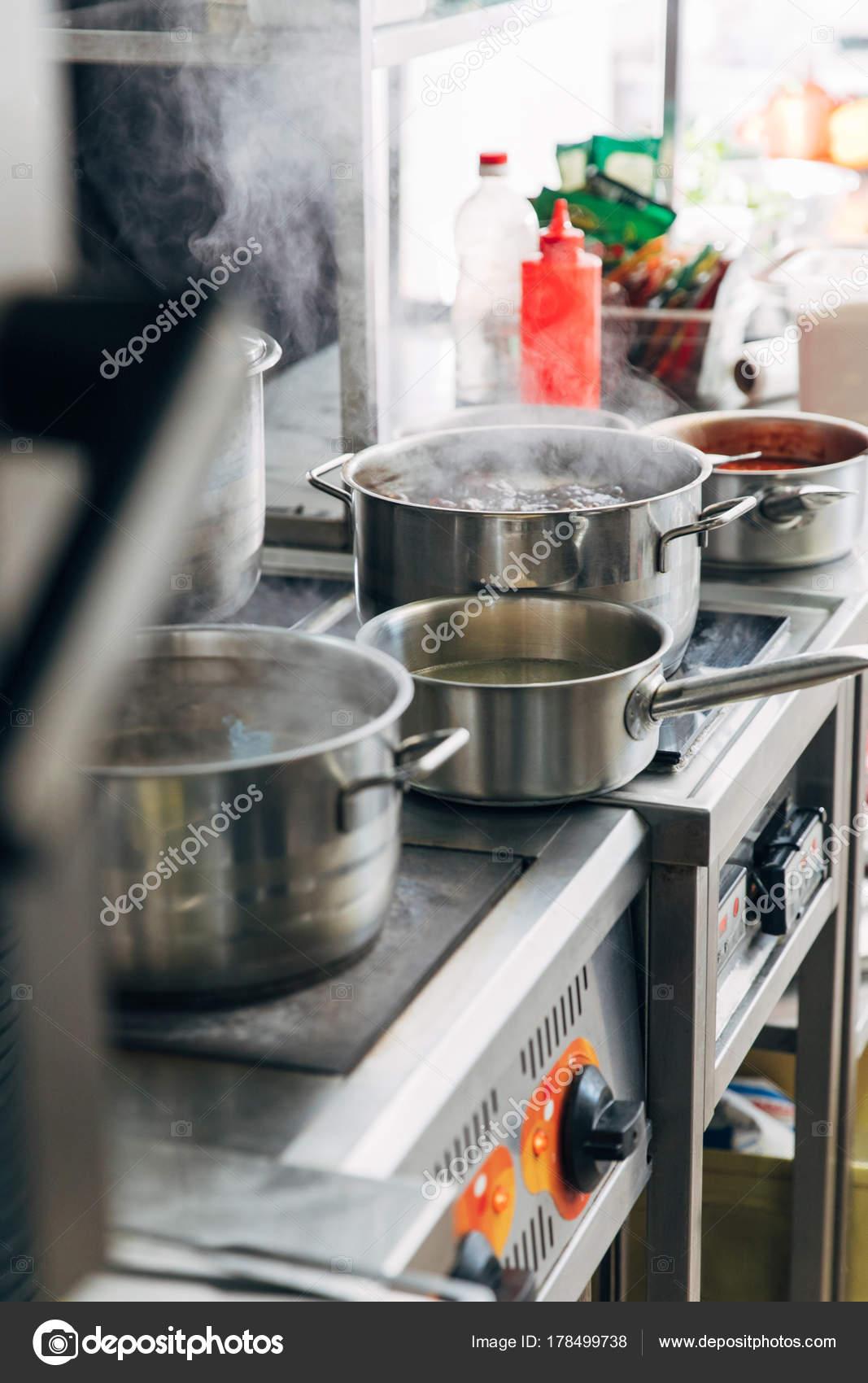 Varios platos cocina sartenes cocina restaurante fotos for Platos cocina