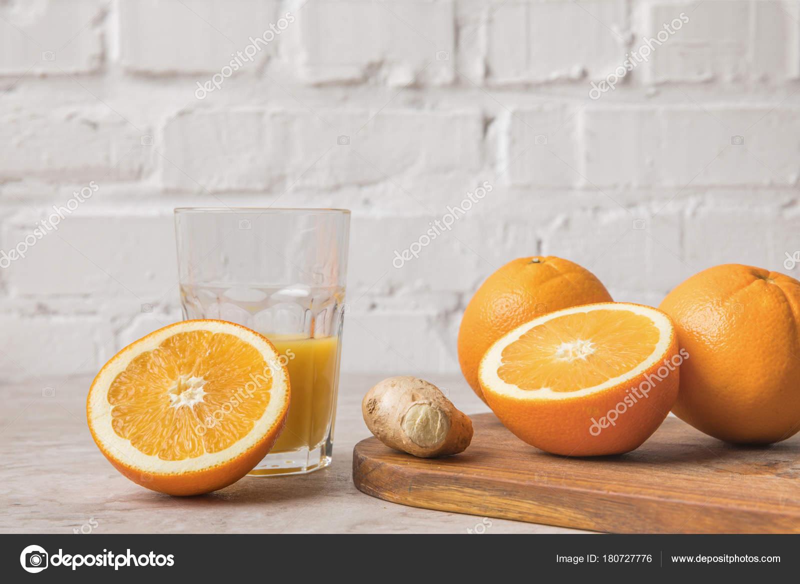 Jus Orange Fait Maison Oranges Gingembre Sur Table Marbre