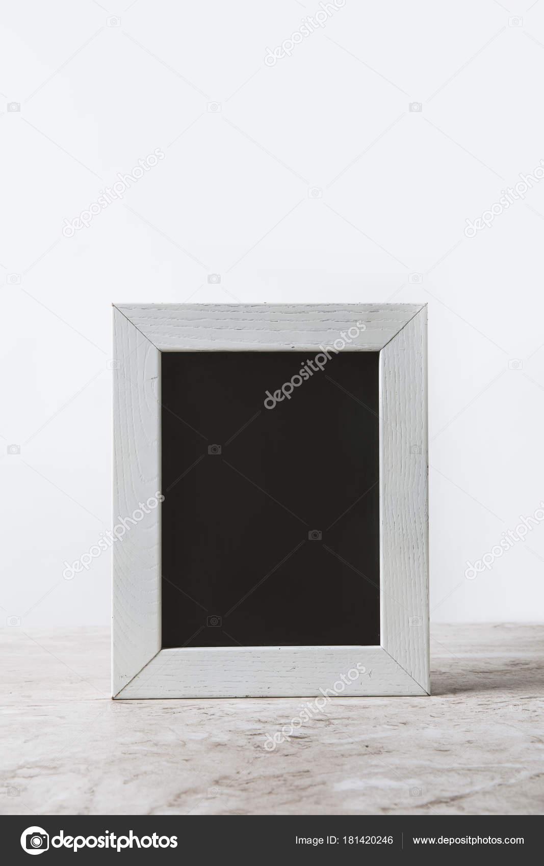 Leere Tafel Weißen Rahmen Auf Tisch Weiß — Stockfoto © AntonMatyukha ...