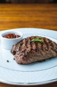 Photo delicious grilled steak with rosemary and bbq sauce on plate