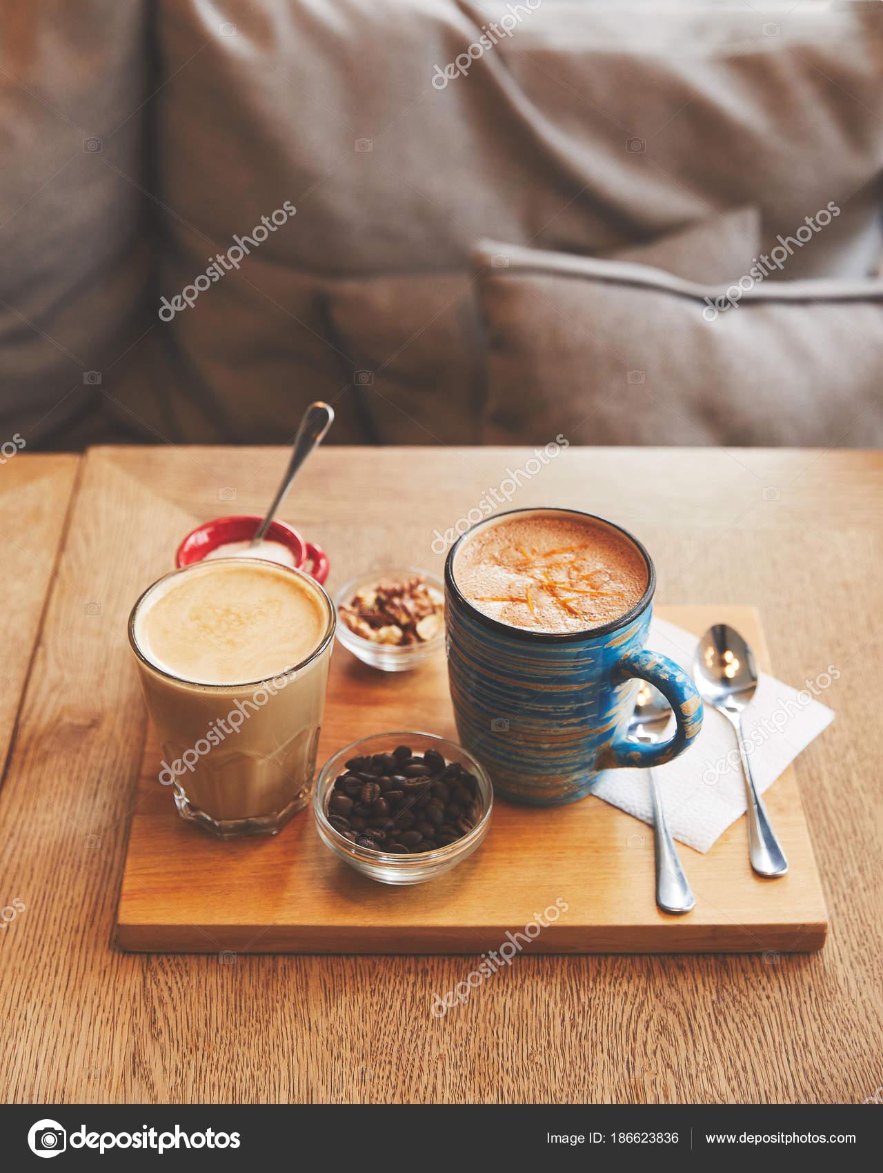 Heißer Kaffee Getränke Glas Und Tasse Mit Bohnen Und Nüssen ...