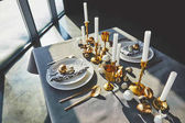 Fotografie high angle view of easter decorated table with golden eggs