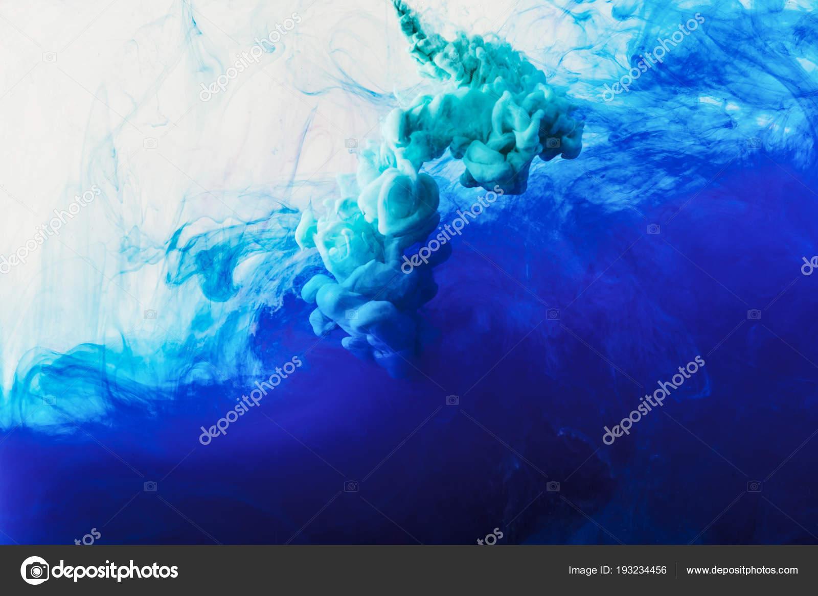 Sfondo Astratto Con Fluente Blu Turchese Fumo Foto Stock