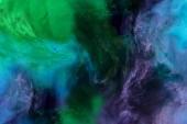 struttura artistica con i turbinii di vernice blu, viola e verde si presenta come spazio