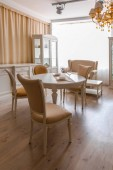 Photo Dining room in light tones with table and chairs