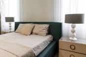 Photo Large bed by window in modern bedroom
