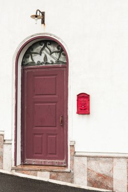 Building with red door near vintage post box stock vector