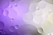 Fotografie abstraktní fialová a šedá barva textury ze smíšené vody a olejových bublin