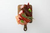 felülnézet ízletes hústál szolgált rozmaring fa fórumon elszigetelt fehér