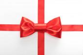 felső nézet piros dekoratív szalag íj elszigetelt fehér