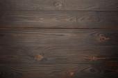 Horní pohled na hnědé dřevěné pozadí
