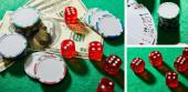 Koláž dolarových bankovek, kostek, kasinových žetonů a hracích karet na zeleném pozadí, panoramatický záběr