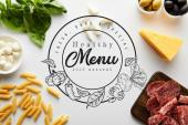 Fotografie Horní pohled na těstoviny, masový talíř, sýr a ingredience na bílém pozadí, zdravé menu ilustrace