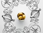 Top kilátás tál olívabogyó fehér háttér, zöldség illusztráció
