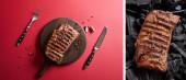 koláž chutného grilovaného steaku podávaná na dřevěné desce s pepřem a příbory na červeném pozadí a na uhlících
